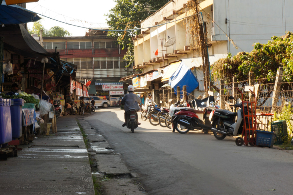 The street outside Nong Hoi Market