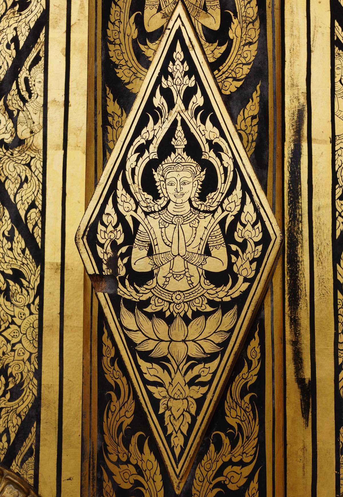 Beautiful design on the door to Wat Tham Pha Plong